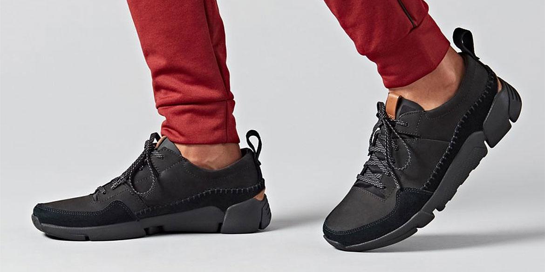 Чифт черни мъжки спортни обувки Кларкс / Clarks Tri Active Run обути на мъжки крака с червен панталон