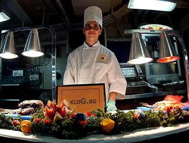усмихнат готвач препоръчва магазин за професионални обувки kloG.bg