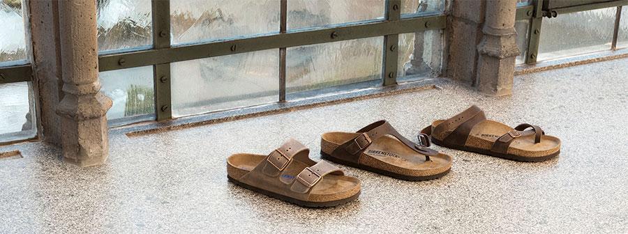 чехки и сандали BIRKENSTOCK наредени в една линия