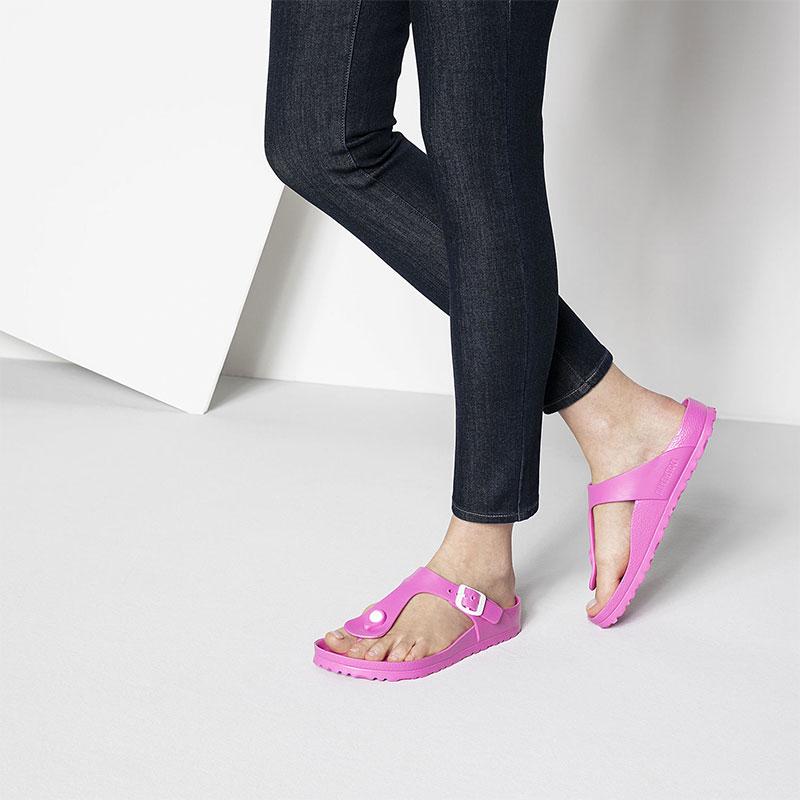 Чифт дамски чехли / джапанки Биркенщок / BIRKENSTOCK Gizeh EVA Neon Pink 0128341 цвят розов неон обути на дамски крака