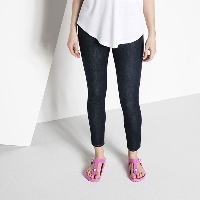 Чифт дамски чехли / джапанки Биркенщок / BIRKENSTOCK Gizeh EVA Neon Pink 0128341 цвят розов неон обути с дънки
