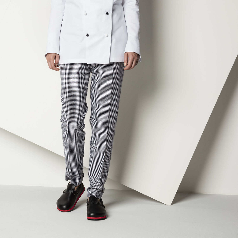 професионални работни чехли с мека подметка Биркенщок / Birkenstock Kay SL обути с панталон