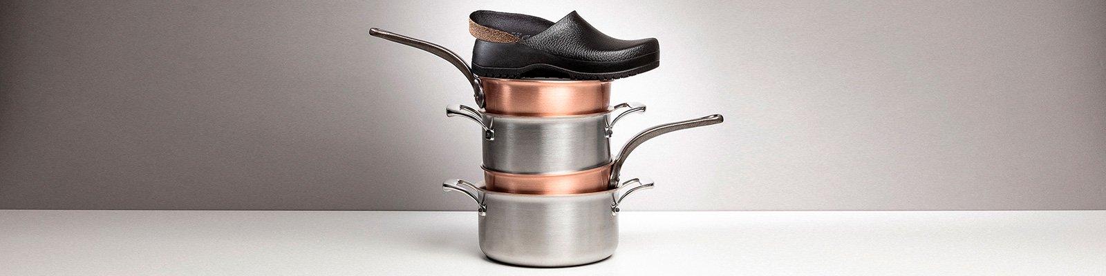 корица на професионални работни обувки BirkenStock с кухненско оборудване