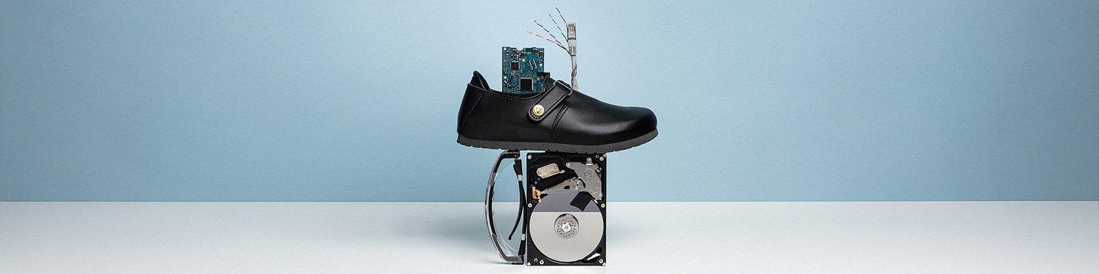 корица на професионални работни обувки BirkenStock с компютърно оборудване