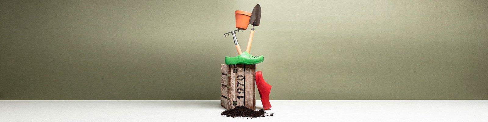 корица на професионални работни обувки BirkenStock с градинско оборудване