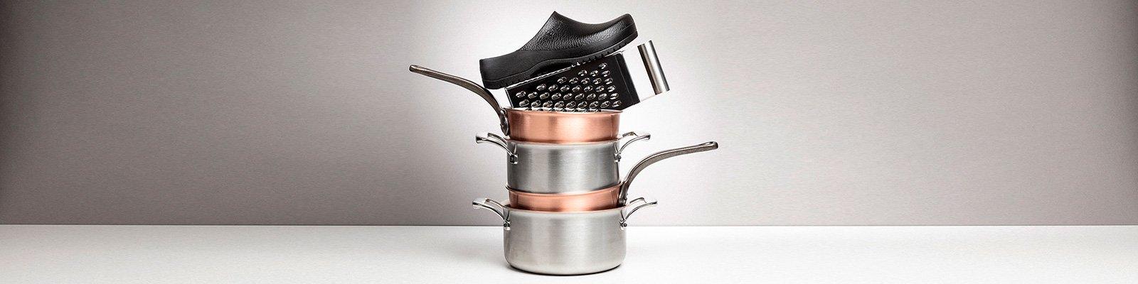 корица на професионални работни обувки BirkenStock с тенджери и тигани