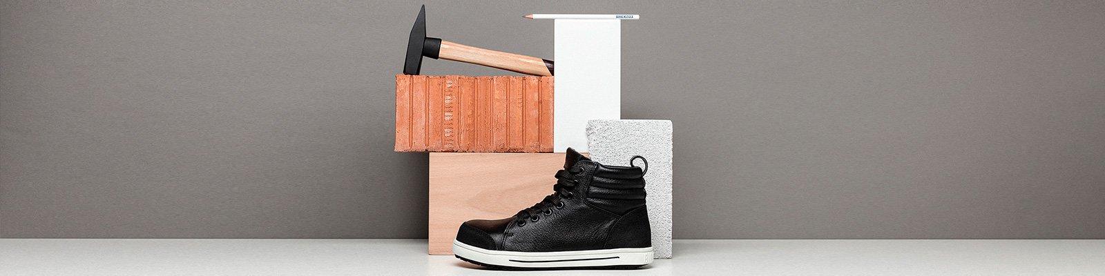 корица на професионални работни обувки BirkenStock със строително оборудване