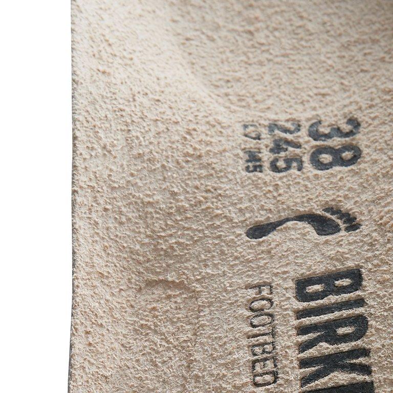 детайл издаден праг пред петата на стелка Birkenstock на модел QO 500 NL