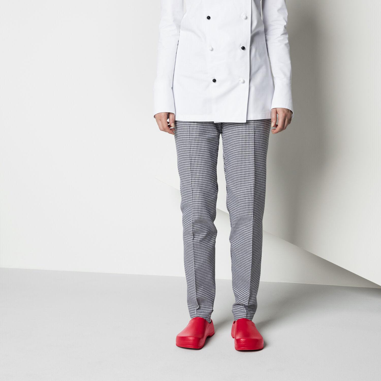професионално затворено сабо Birkenstock Super-Birki червено с бяла униформа и кариран панталон