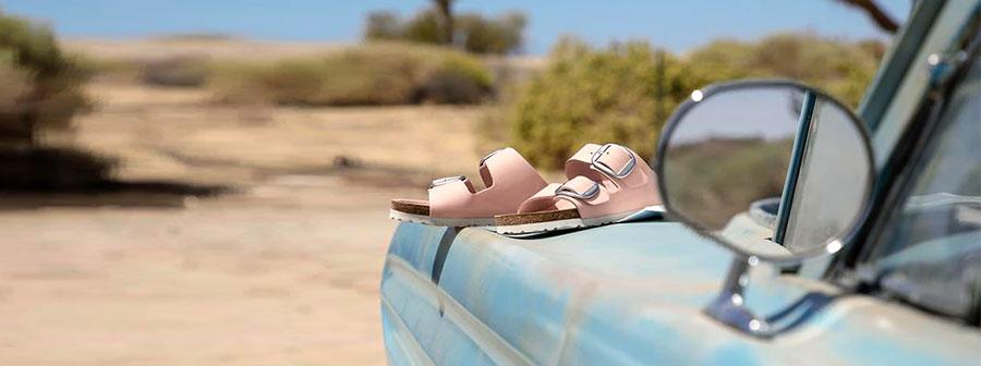 дамските модели чехли на Birkenstock снимка за корица