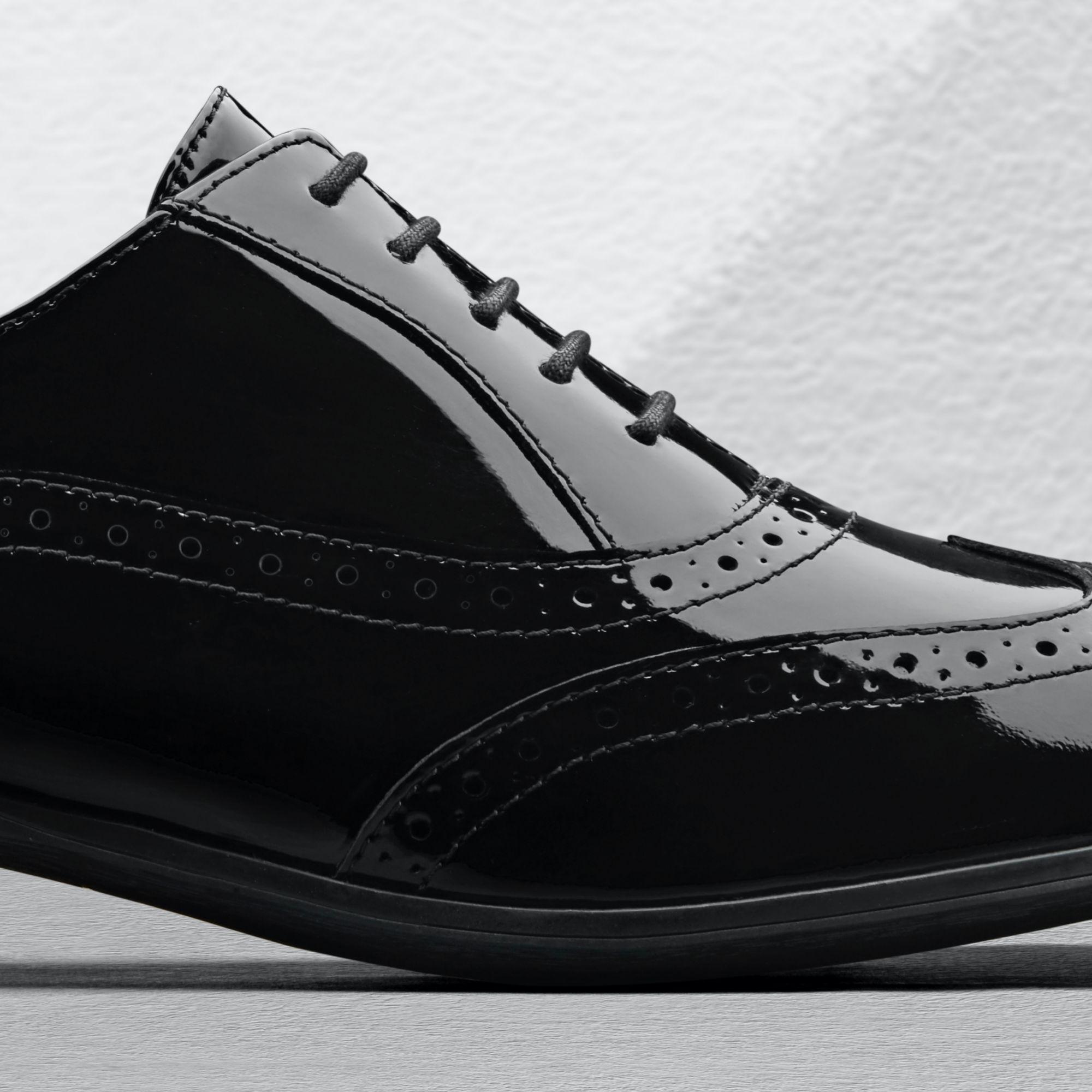 Дамски ежедневни обувки Clarks Hamble Oak Black Patent детайл