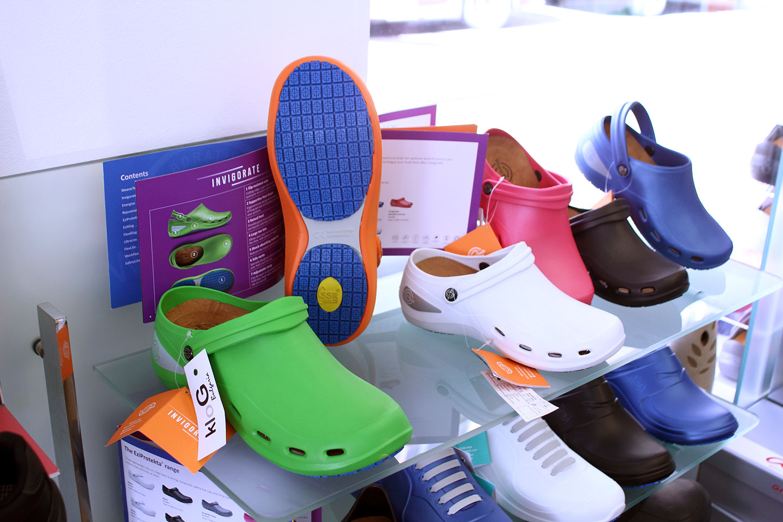 обувки в магазин КЛОГ град София - снимка 3